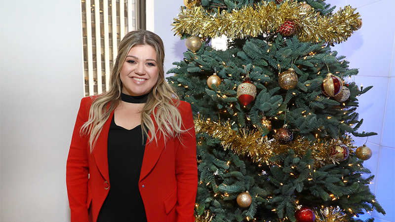 Kelly Clarkson Christmas Eve.Watch Kelly Clarkson Learn About Her Grammy Nod On The Morning Mash Up